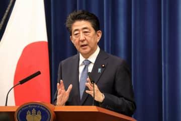 """安倍晋三の「桜を見る会」事件が永田町を震撼させている。東京地検特捜部が安倍の事情聴取に踏み込むのか、特捜部にその""""覚悟""""があるのかに注目が集まる。しかし、ポストによると同じ疑惑の構図が菅義偉にもあるという。官房長官時代に毎年横浜のホテルで開いていた「菅の春の集い」がそれだ。"""
