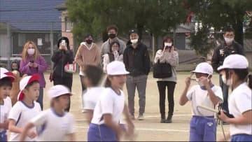 古賀市の小学校で体育の授業参観 新型コロナで中止の運動会に代わって 福岡県