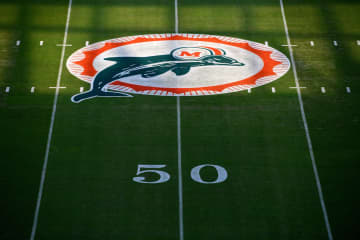 Dave Hyde: He guarded Don Shula, married Jimmy Johnson and has 34 years of Dolphins stories from behind the curtain
