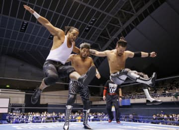 【新日本】ジュース&フィンレーがWTL3勝目 単独首位のLIJを引きずり下ろす