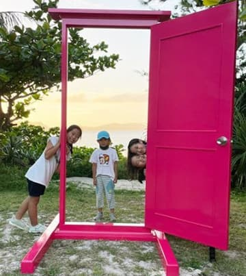 「どこでもドア」開けたら何が見える? 渡嘉敷のホテルが設置、人気スポットに期待