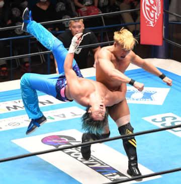 【新日本】SHOがBOSJ4勝目 敗れたワトのマネジャー・天山は「最後まで諦めない」と長々励ます