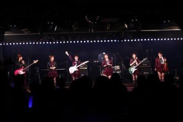 AKB48新ユニット[ライブレポート]Lacet、SENSUALITY、GRATS初公演!個性で魅せたお披露目ライブ