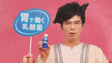 片桐仁、CM撮影で個性的ヘアスタイル披露し「苦手なトマトも…」