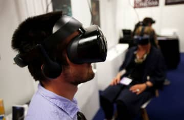 焦点:アバター姿でデジタル勤務、金融界に広がる仮想オフィス