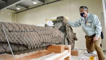 補修作業が完了した首里城の大龍柱=30日午後、那覇市