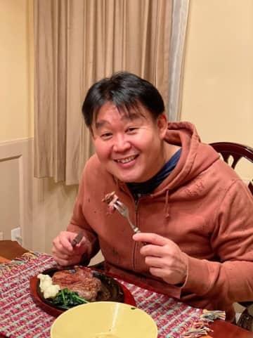 花田虎上、2日連続で夕食に肉を堪能「焼肉とステーキはまた違うので嬉しい」