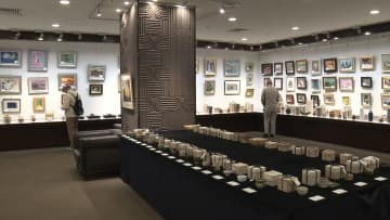 画家・平松礼二さんの作品も…東海美術作家展 チャリティー販売始まる 売上の一部を福祉施設等に寄付