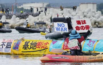 沖繩市民海上抗議要求停止邊野古搬遷工程