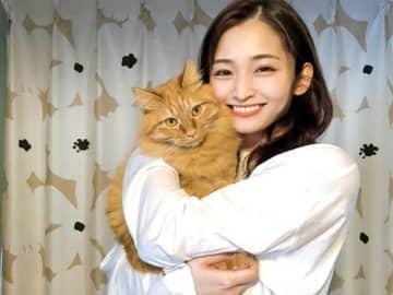 岡本玲の2匹の愛猫は、人間の前と猫間で別の顔 ギャップ二面性に「たまらない」