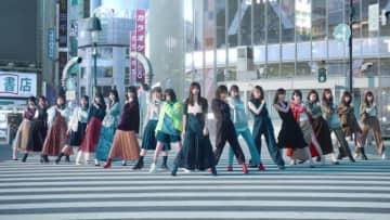 齋藤飛鳥はライフル、生田絵梨花は2丁拳銃 乃木坂46「Wilderness world」MV公開