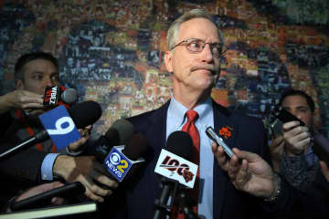 Dan Wiederer: The screwdriver or the sledgehammer? Chicago Bears Chairman George McCaskey must soon detail his fix-it plans after a maddening season.