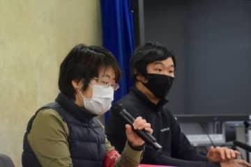 プレカリアートユニオンの清水直子委員長(左・2021年1月12日/弁護士ドットコム撮影)