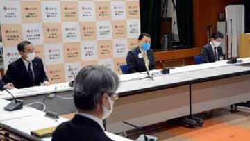 新型コロナウイルスの対策本部会議で県民へのメッセージを発信する丸山知事(奥中央)