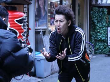 """『ミキBASE』感謝状動画にツートライブ周平魂登場! アキナ山名のジャージで""""赤面""""ラップ"""