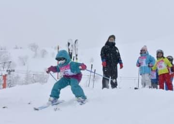 もっと上手に滑りたい 魚沼・薬師スキー場で子ども教室