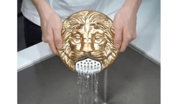 """カップ焼きそばの湯切りがゴージャスに!?日清食品の""""ライオン型""""湯切りプレートが話題…商品化の可能性... 画像"""