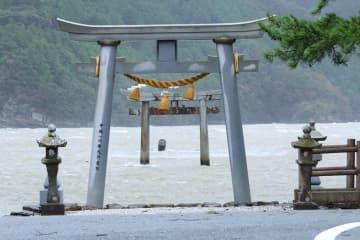 対馬・和多都美神社 台風で鳥居倒壊 全国から2700万円寄付 元寇モチーフのゲーム 「Ghost of Tsushima」効果