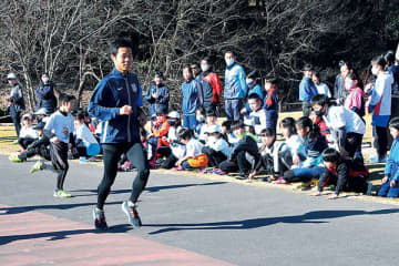 箱根駅伝で活躍の東洋大・野口選手サプライズ登場、出身の東松山陸上スポ少年団どよめき「誰も可能性ある」