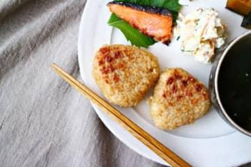 ひと手間でグレードアップ♪簡単「焼きおにぎり」朝食レシピ5つ