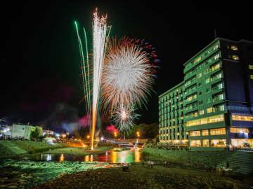 澄んだ空を彩る夜の花!今年開催する「北海道冬の花火大会」3選