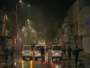 Tunisia seeks to stem wave of night-time street riots