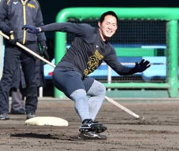 阪神ドラ3・佐藤蓮 久保田魂継承や!初ブルペンで直球&カーブ22球