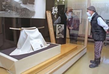 至高の日本刀 迫力に感嘆 故天田昭次さん制作 新発田で展示