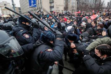 ロシア大統領、抗議デモを非難 反体制派は31日に再び集会