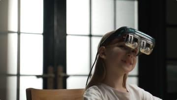 200インチの大画面でド迫力の映像体験!次世代ヘッドマウントディスプレイ「Dream Glass 4K」