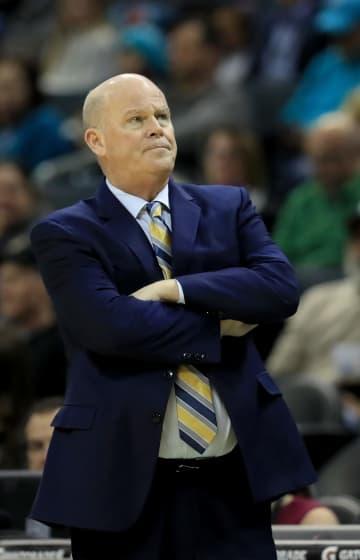 Magic avoid collapse, hold on for win over Hornets