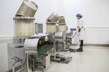 煎じ薬の製造、新型コロナ対策強化 黒竜江省綏化市