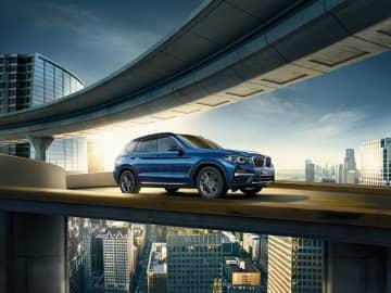3 xDrive30i=BMWグループ提供