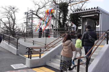 JR千代川駅の東口に完成したスロープと新改札(亀岡市千代川町)