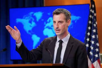 記者会見する米国務省のプライス報道官=19日、ワシントン(ロイター=共同)