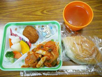 報道関係者向けの試食会で、配膳されたハマ弁