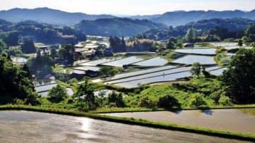 砂鉄を採る「鉄穴流し」跡地を再生した島根県奥出雲町の棚田
