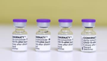 米ファイザー製の新型コロナウイルスワクチン=19日午後、北海道岩見沢市