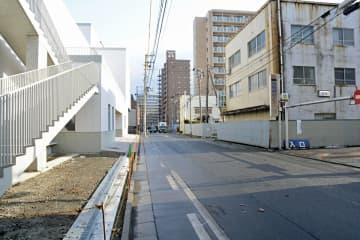 八戸市中心街の八日町・番町地区。左は市美術館