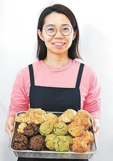 会津産の食材を生かしたスコーンを販売する仲川さん