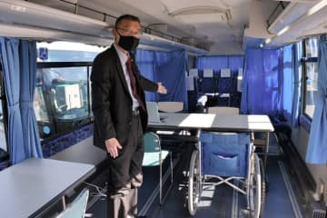 新型コロナウイルスワクチン接種に使うバスの車内=19日、佐倉市