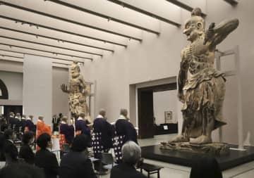 金峯山寺の「木造金剛力士立像」の公開が始まるのに先立ち営まれた法要=22日、奈良市の奈良国立博物館
