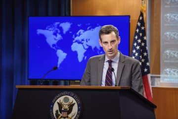 米国務省で記者会見するプライス報道官=22日、ワシントン(AP=共同)