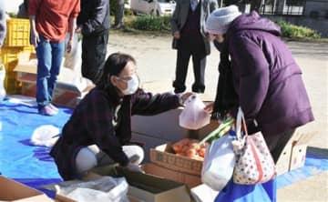 コロナ苦の市民を支援 熊本県労連など相談や物資配布