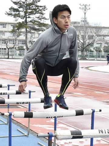 東京パラリンピックでの金メダル獲得を目指し、トレーニングに励む石田駆=大垣市