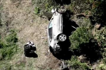 タイガー・ウッズ選手事故で重傷 車大破、脚を複雑骨折 画像