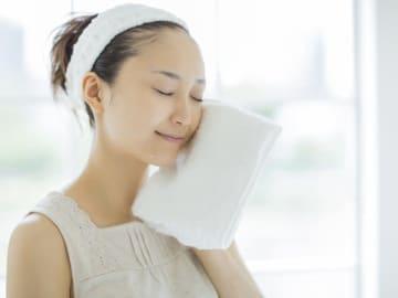 タオルの寿命、捨て時って、いったいいつなんでしょうか? タオルの正しい洗濯方法や捨てるタイミングなどをご紹介します。