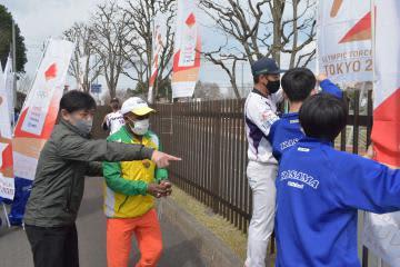 聖火、福島スタート 7月4、5日に茨城県で実施 のぼり旗、笠間で設置 本番へ機運高揚