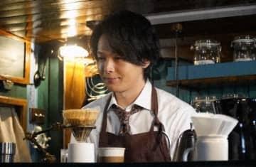 中村倫也が心を癒やす - (C) 「珈琲いかがでしょう」製作委員会