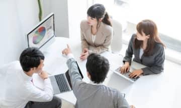 DXは情報化やIT化と何が違うのでしょうか。DXとは商売のやり方やビジネスの流れをゼロベースで見直して、もう一度、構築することが根幹です。